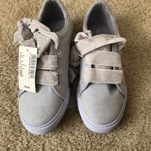Girls Lilac Sneakers w/ Velvet Laces